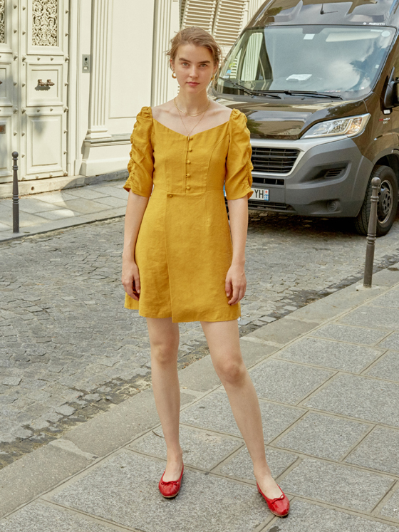 Shirring Sleeve One-piece in Mustard_VW8AO0400